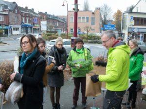 25 novembre 2017 à Fléron, distribution de petits fruitiers.